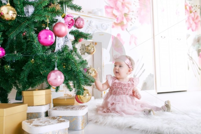 Little girl with a Christmas tree