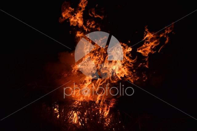 Burning of rice straw at night.