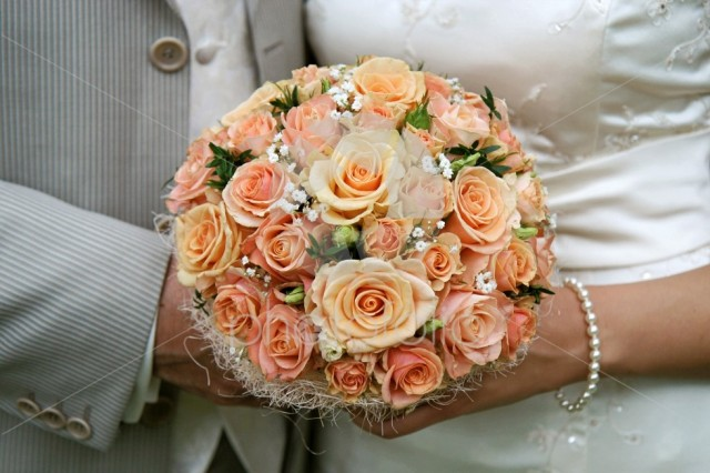 Cream-coloured bouquet;