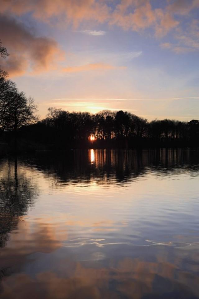 Winter Sunset, Blatherwyke Lake, Northamptonshire, England
