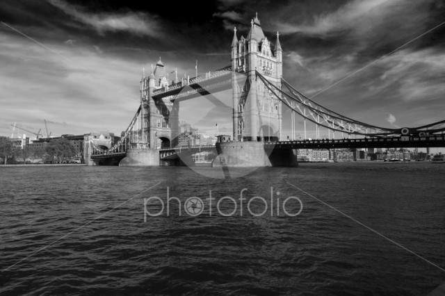 Autumn, Tower Bridge, a combined bascule and suspension bridge