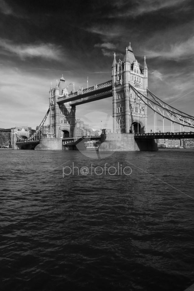 Autumn, Tower Bridge, a combined bascule and suspension bridge