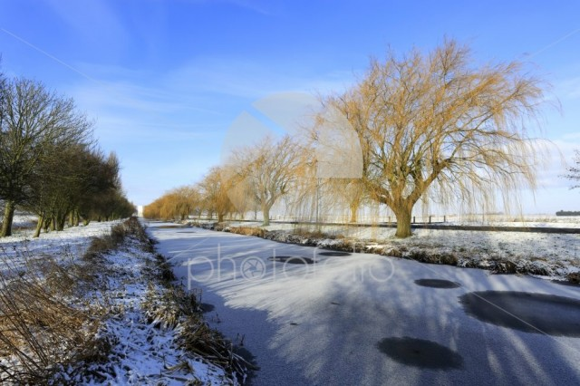 Winter snow; river Welland, Spalding town, Lincolnshire; England