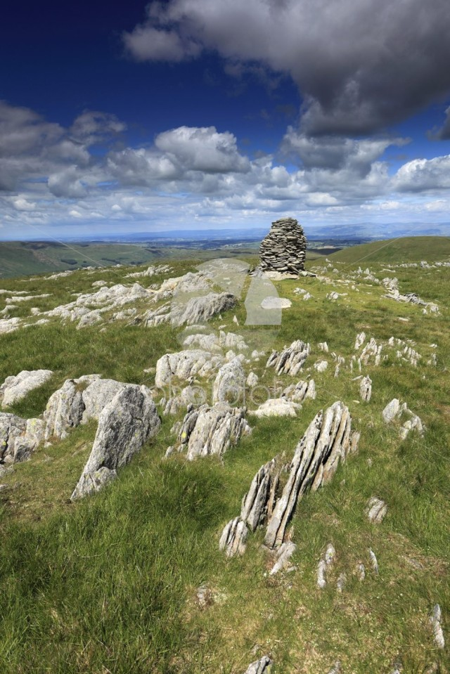 Cairns on Artle crag, Branstree Fell, Mardale Common