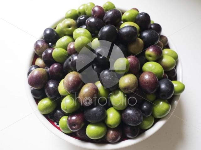Olives in bowl