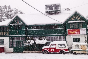 SHIMLA, INDIA – JANUARY 7, 2017: Snow fall in front of Indian post office in mountains in India..